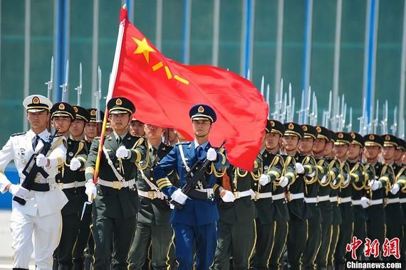 闯军营港独组织曾烧八一军旗 自称不是中国人