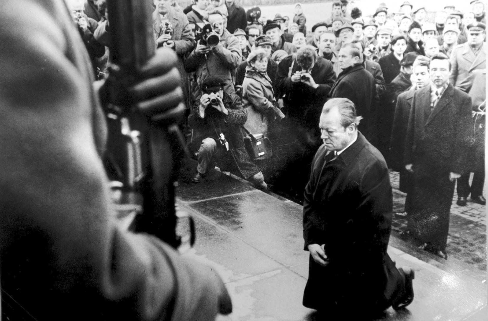 日本 宋鲁郑/与安倍参拜靖国神社形成鲜明对比的是,1970年12月7日,联邦...