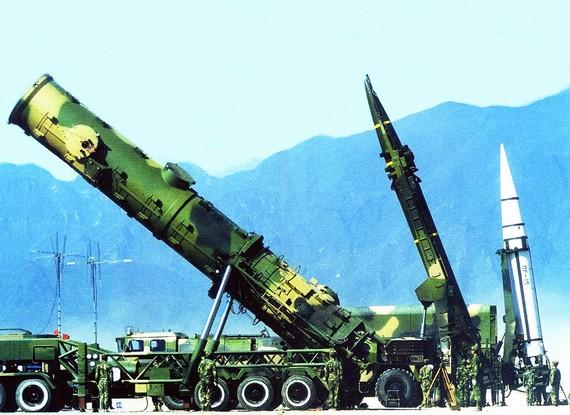 美媒猜想:中国千枚导弹洗地 美军无用武之地