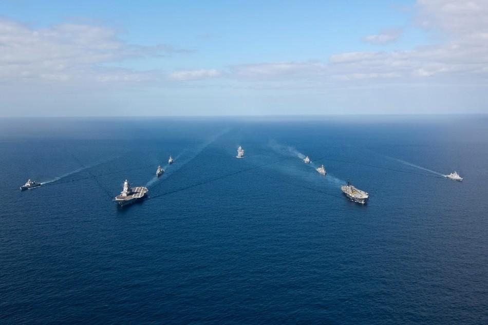 印度海军得意炫耀双航母编队