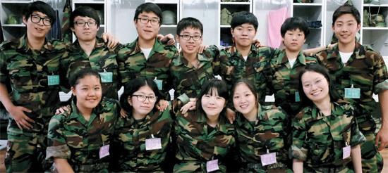韩国兵役法要求适龄男青年除特殊情况与残疾以外必须服兵役,无论是...图片 78033 550x246