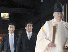 日本首相安倍晋三参拜靖国神社
