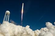 美国发射新型火箭给空间站送货