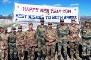 中印两军在边境线和谐共庆新年