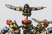 印军国庆阅兵式上学苍蝇飞?