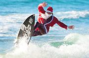 圣诞老人迎浪花海中带惊喜