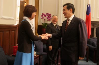 马英九:两岸交流兴旺突显台湾人正直、善良美德