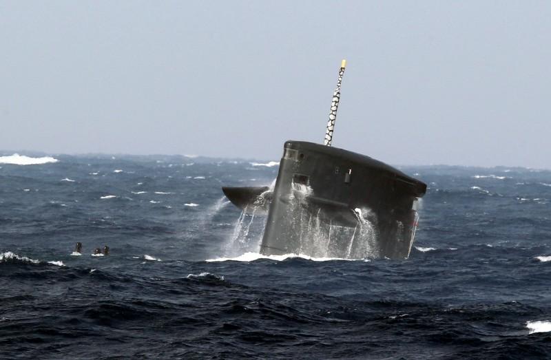 """台海军成功逼浮""""解放军潜艇"""""""