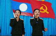 老挝女炮兵日常训练生活都干啥