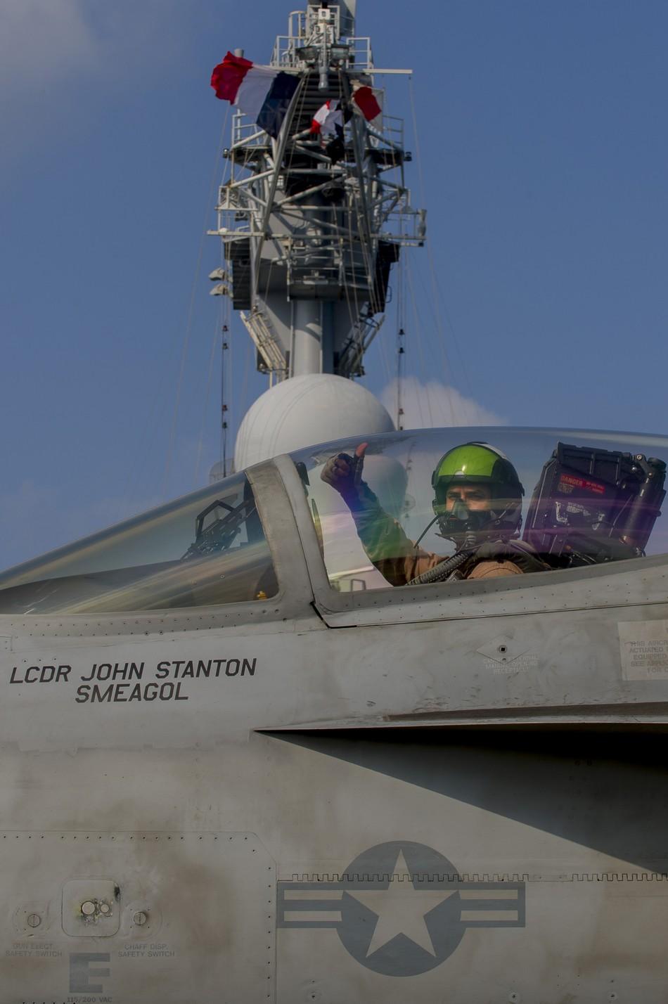 Rafale y Super Hornet intercambian portaviones en ejercicios 20140117103114128