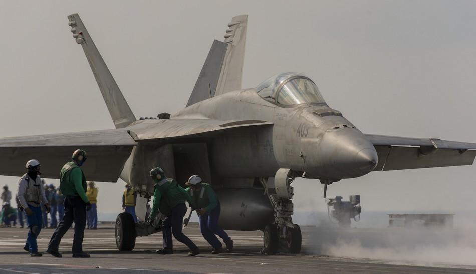 Rafale y Super Hornet intercambian portaviones en ejercicios 20140117103114563