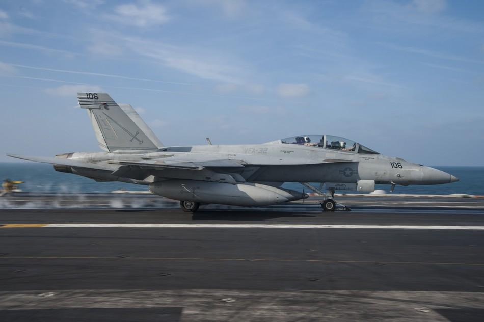 Rafale y Super Hornet intercambian portaviones en ejercicios 20140117103117265