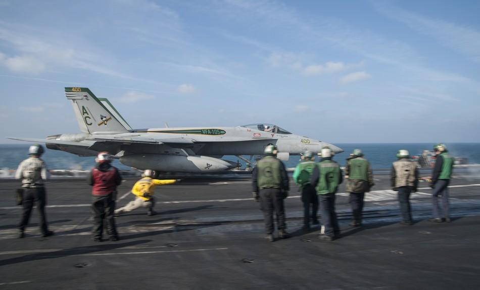 Rafale y Super Hornet intercambian portaviones en ejercicios 20140117103118514