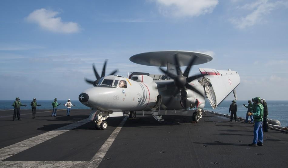 Rafale y Super Hornet intercambian portaviones en ejercicios 20140117103119912