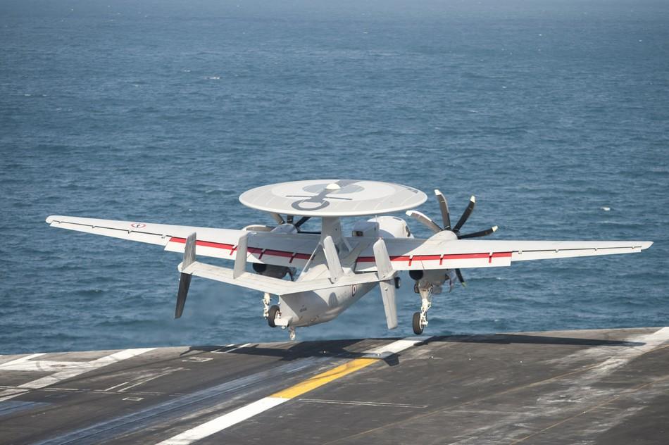 Rafale y Super Hornet intercambian portaviones en ejercicios 20140117103120538