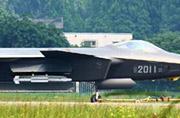 2011号歼-20挂上新导弹了?