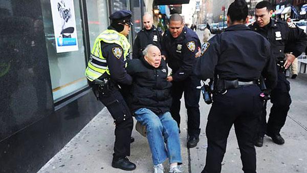 社评:假如警察致伤华裔老人发生在中国
