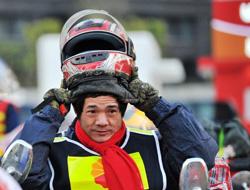 福州农民工骑摩托返乡