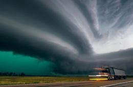 美龙卷风之路景象壮观