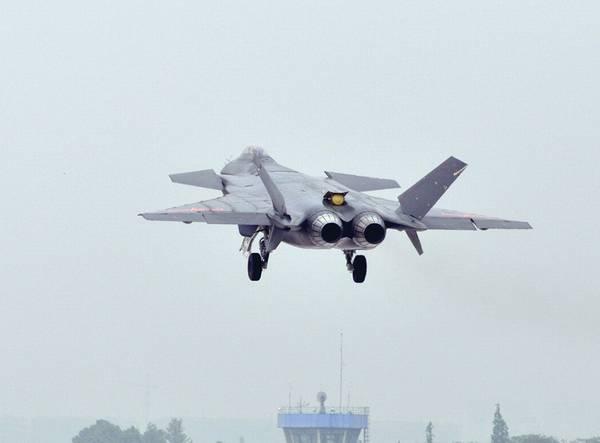 资料图:歼-20战机连续试飞。