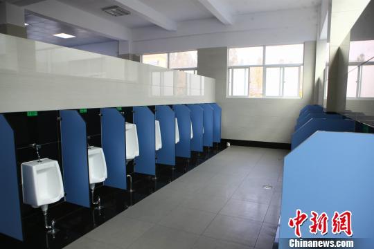 云南改造67处高速路服务区卫生间