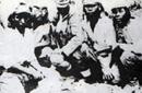 日本兵中国人尸体前留影