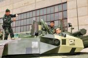泰军收到乌克兰坦克兴奋拍照