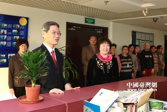 张志军主任到中国台湾网看望网站员工(图)