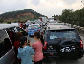 广西境内高速多路段拥堵不堪
