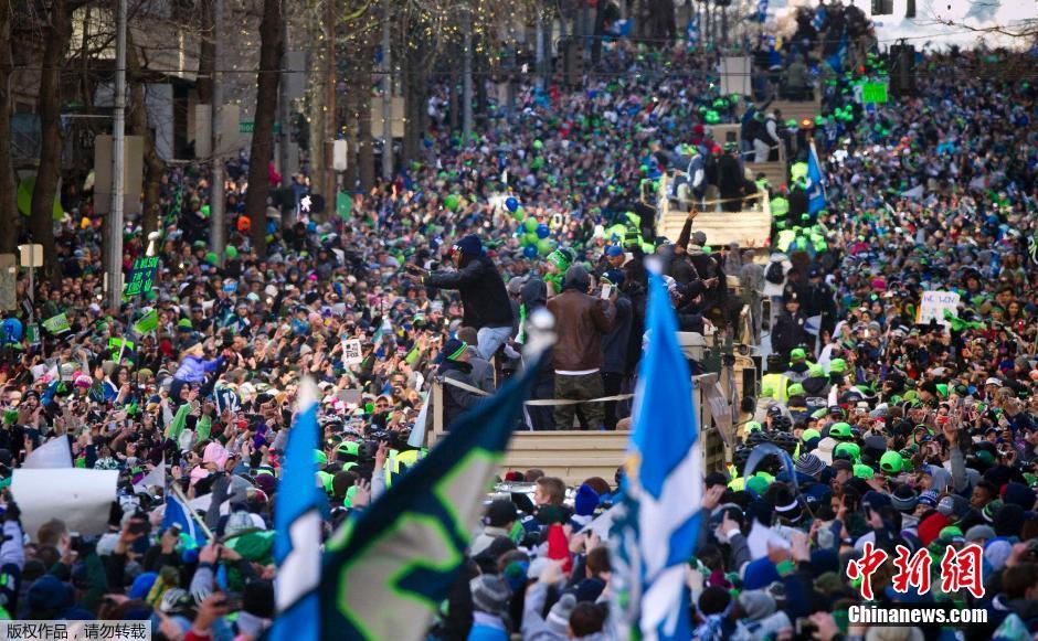 西雅图海鹰夺冠大游行 数十万球迷参加全城沸