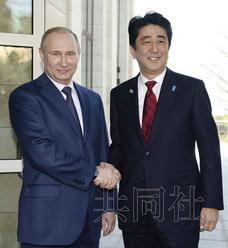 安倍与普京谈日俄领土问题 称两国关系掀新一页