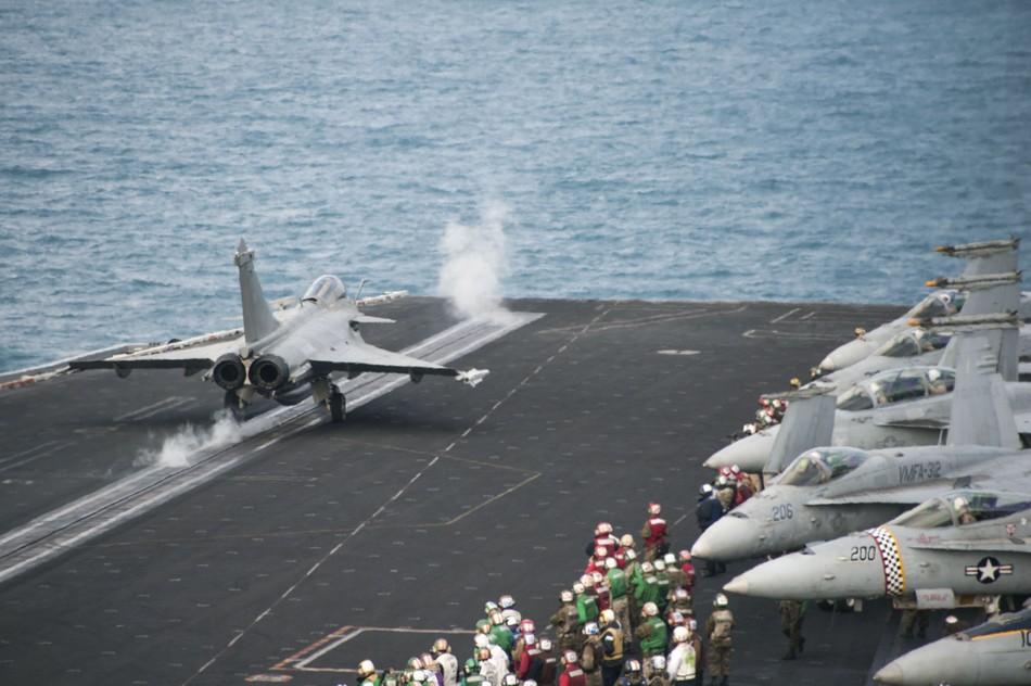 Rafale y Super Hornet intercambian portaviones en ejercicios 20140213094022291