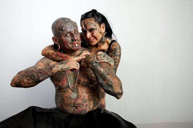 阿根廷夫妻爱纹身遍体图案破纪录