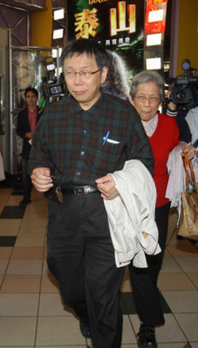 传柯文哲不加入民进党以无党籍参选台北市长