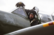 英国哈里王子开起了战斗机?