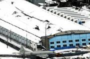 日本大雪压塌屋顶6架P-3C被埋