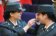 韩美丽女大学生当上后备女军官