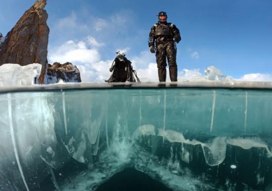 世界最大湖下冰窟曝光