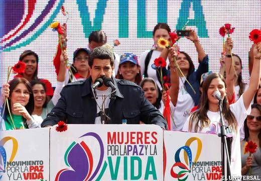 委内瑞拉各界妇女举行和平示威游行