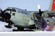 C-130装上滑板变成飞行雪橇