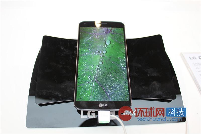 LG曲屏手机G Flex热力不减