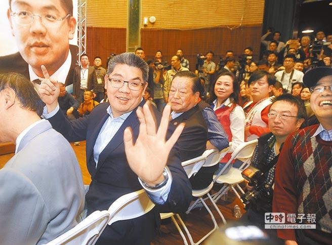民调:柯文哲以无党籍参选支持度小赢连胜文