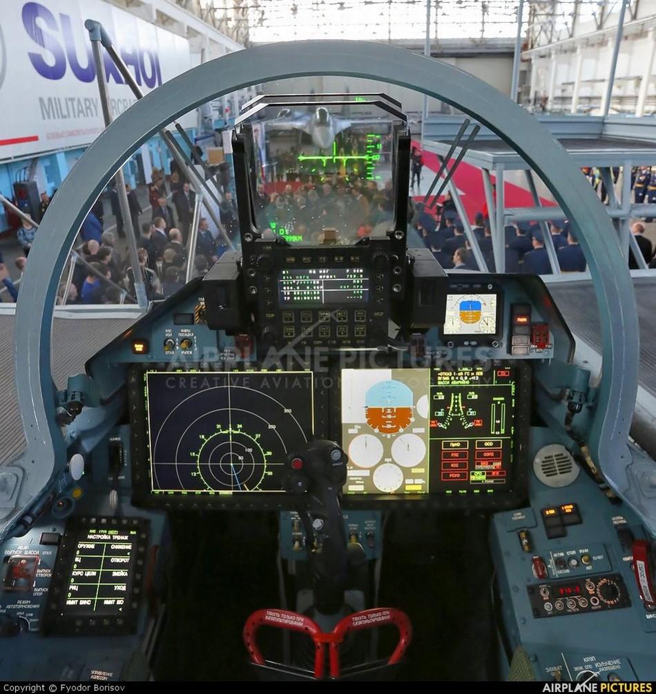 苏-35先进座舱几乎看不到仪表