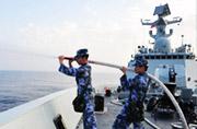解放军054A舰在地中海忙碌训练