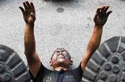 泰国特警临阵磨枪大练反恐技能