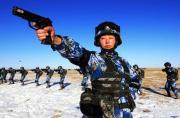 陆战队女兵携精良装备亮相塞北