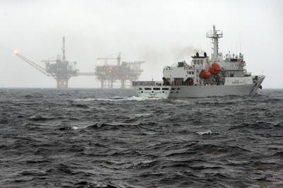 """台""""海巡署""""赴大陆春晓油气田海区执法护渔"""