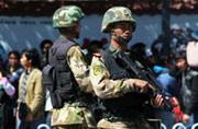 大批武警持枪进驻昆明火车站