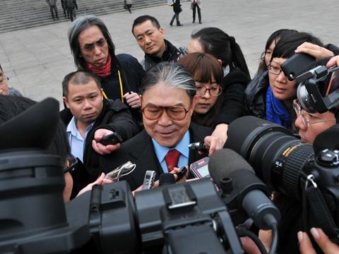 两会霍震霆:不存在大陆人抢占香港资源