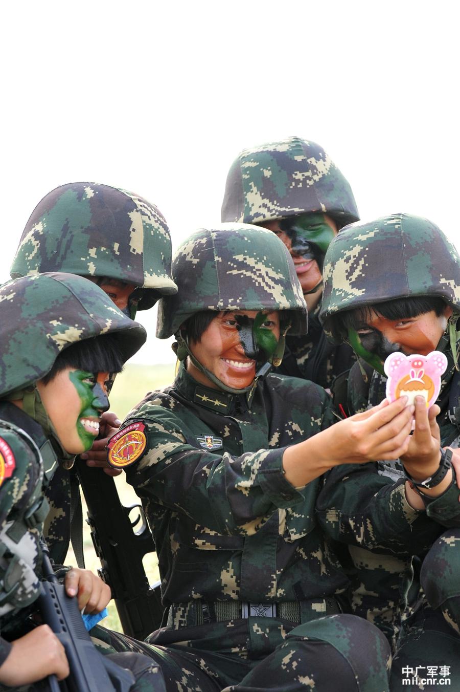 社会资讯_三八妇女节特辑:中国女兵不再是文艺兵和护士_军事_环球网